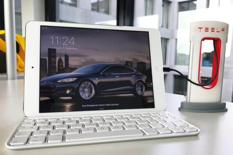 iPad töltése Superchargerről