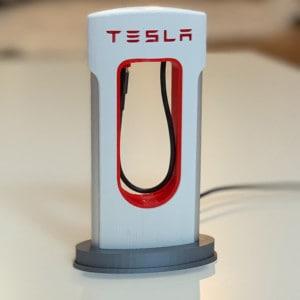 Tesla Supercharger telefontöltő állvány